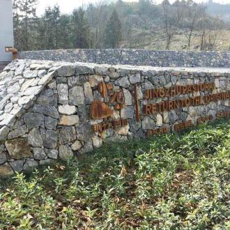 旧锈蚀标牌形象展示墙